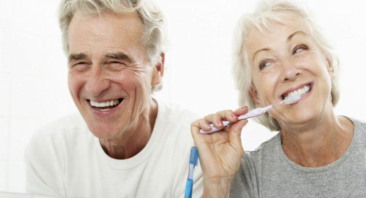 Consejos para el cuidado de las prótesis dentales y dentaduras postizas