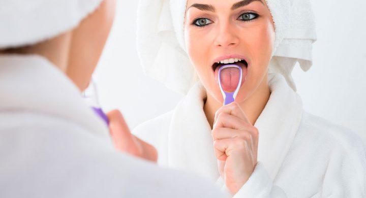 La importancia de limpiar la lengua en la higiene bucal